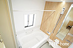 浴室  ゆったり浸かれる広々バスルーム♪暖房乾燥機付きで寒い時期の入浴も安心♪ 1号棟