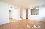 リビング 人気のリビングイン階段と対面キッチンを採用したLDK♪ D号棟