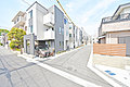 最寄り駅まで平坦徒歩13分。NEXT STAGE 新横浜全15棟。