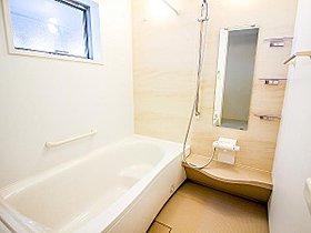 機能的でハイセンスな浴室デザイン。追い炊き機能付きオートバス