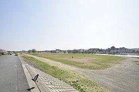 多摩川河川敷・歩いて1分 約130m