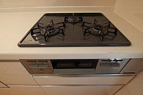 お料理が捗る3口ガスコンロ♪食器洗浄乾燥機付で片付けも楽々♪