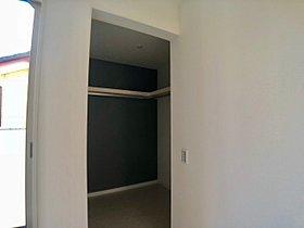 2階洋室にある大容量のWIC。お部屋もスッキリします♪