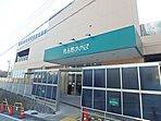 スーパー 950m 食品館あおば江田北店 10時から20時まで営業のスーパー。青果、精肉、鮮魚、惣菜、食品、日配品などの総合食品スーパーです。