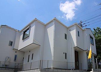 1号棟 ゆとりのある敷地面積に加え隣棟間もあるため窮屈さを感じさせません!