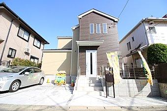 限定1棟! 小田急線「新百合ヶ丘」駅へのアクセス。 駅前には商業施設多数で生活利便性良好な街です。