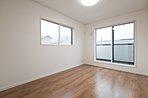 すべてのお部屋が明るく、全室2面採光! 風通しも良好でございます。