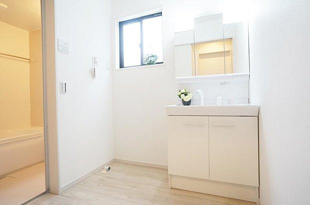 【洗面台・洗面所】1号棟 白を基調にシンプルさと使いやすさを追求◎