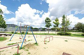 タウン内には公園が沢山!一番大きな公園はサッカーもできます
