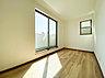 光を取り込みやすい2面採光の居室は日当たり良好です。クローゼットの完備で収納スペースも十分。初めてのお子様にとっての「自分の部屋」。学習デスクやベッドの配置もラクラクです。,3LDK#3SLDK,面積95.23m2~104.25m2,価格3080万円~3380万円,東急田園都市線「宮前平」駅 徒歩20分,JR南武線「武蔵溝ノ口」駅 バス12分 徒歩6分,神奈川県川崎市宮前区平6