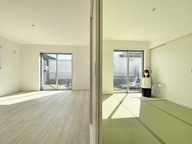 【和室】■和室 「続き間の和室」は子育て世代にこそ適しています。お子様のお昼寝スペースや、洗濯物をたたむのに便利です。客間やリビングの延長としても使えます。