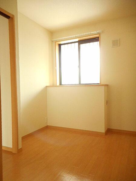 ボーヤハイムの洋室同物件、別部屋反転の写真です