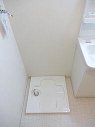プラシードIIの室内洗濯機置場です。