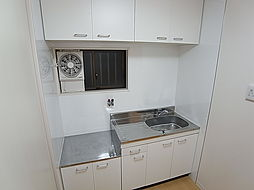 タカラハイツの広めの窓付きキッチン、料理しやすいです