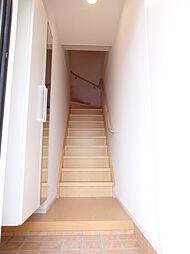 プラシードIIの内階段で雨の日も安心です。