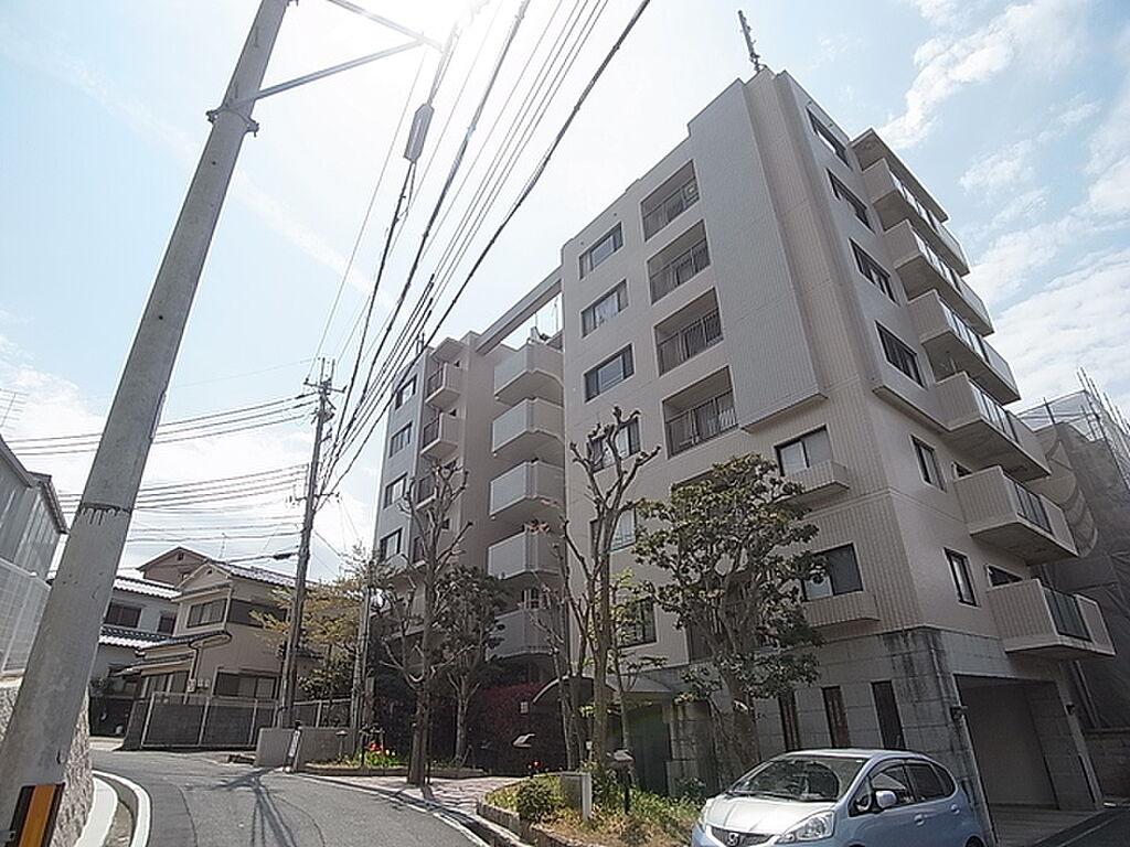 外観(閑静な住宅地に建つワンフロアー2戸のマンション)