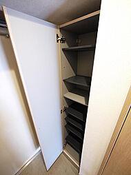 ベルガモットの下駄箱ございます。