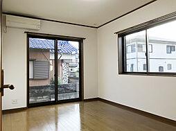 「洋室:1階西側(1)」1階には珍しい洋室。家族構成に合わせてお使いいただけます。