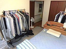 北側洋室は約7.5帖です。各居室に収納スペース完備です。