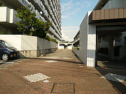 敷地内にはマンションが2棟あります。