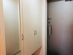 玄関には、たっぷり収納できるシューズボックスを設置。靴の整理にも困りません。