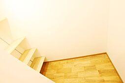 わずかなデッドスペースもできるだけ収納にして利用できるように工法しております。弊社施工例です。