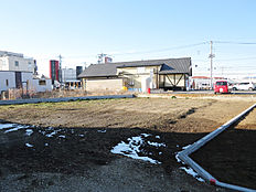 敷地面積約138坪、有効宅地約121坪。区域指定地内につきどなたでも住宅の建築が可能です。建築条件ありません。上水道引き込み済み。下水道引き込みには受益者負担金納付要。