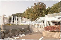 幼稚園狭山ケ丘幼稚園まで813m