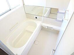 リフォーム済浴室写真です。ハウステック製1坪タイプのシステムバスを新設しました。足を伸ばしてゆったりと入浴できます。
