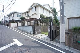 現地写真(古家あり)。 京王線「桜上水」駅より徒歩約4分。新宿まで急行で約10分の好立地でありながら、閑静な住宅街の広がる桜上水エリアの物件のご紹介です。