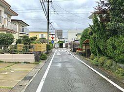 前面道路が広いので駐車も安心ですね