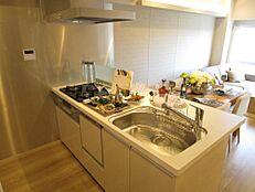 食器洗浄機付カウンター式キッチン