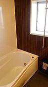 浴室換気乾燥機・窓のある浴室で、風通しも良好です。