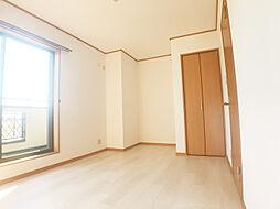 日当たり良好な2階洋室