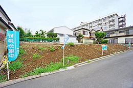 土地面積は33坪超。建蔽率40%・容積率80%ですのでお庭スペースもしっかりと確保できます。