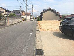 全区画約6mの開発道路に接面しています。A区画は前面道路2方向に接面している北東角地です。