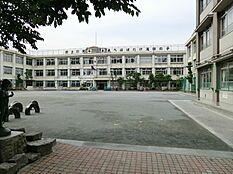 滝野川第四小学校 680m