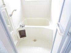 リフォーム前の浴室の画像です。ハウステック製の新品に交換します。