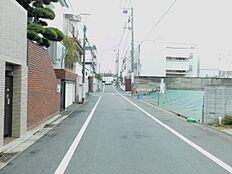 交通量も少なく、静寂に包まれています。