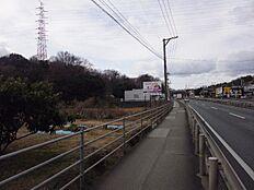 国道2号線からの外観1.