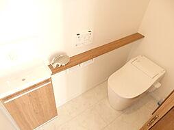 便利な手洗いカウンター付トイレ。