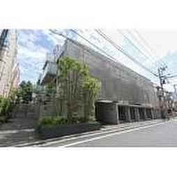 東京都新宿区南町の賃貸マンションの外観