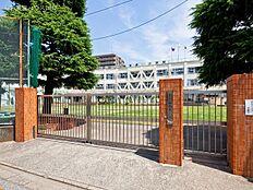 足立区立梅島第一小学校 距離690m