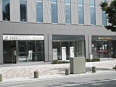 1階は静岡銀行 東静岡駅支店や聖隷健康サポートセンターがあります