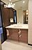 天井から洗面台の天板までの大きな鏡が付いた洗面化粧台です。とても上品で、ワイドな為、使い勝手も良いです。,3SLDK,面積81.04m2,価格2,200万円,近鉄けいはんな線 吉田駅 徒歩3分,,大阪府東大阪市水走2丁目16-45