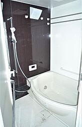 浴室乾燥機付のゆったりとしたバスルーム。2019.5月