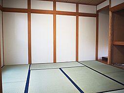 客間としても利用可能なゆったり8帖の和室。