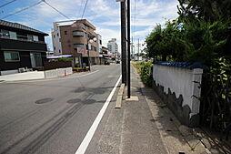 小さなお子様でも無理なく通える武豊町立衣浦小学校まで徒歩4分(約290m)
