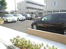 シャトレ青井 駐車場