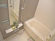 洗い場の広い1418タイプの浴室